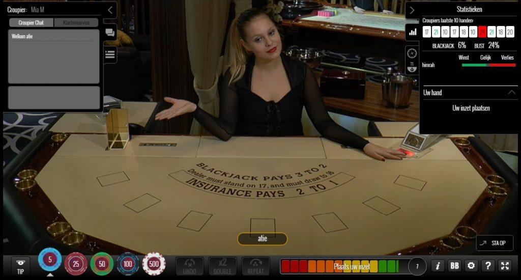 Screenshot live blackjack in een online casino. Dealer wacht op inzet