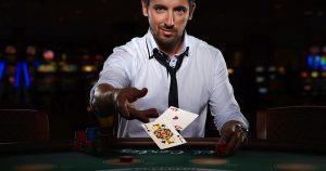 Momenten van een live blackjack dealer